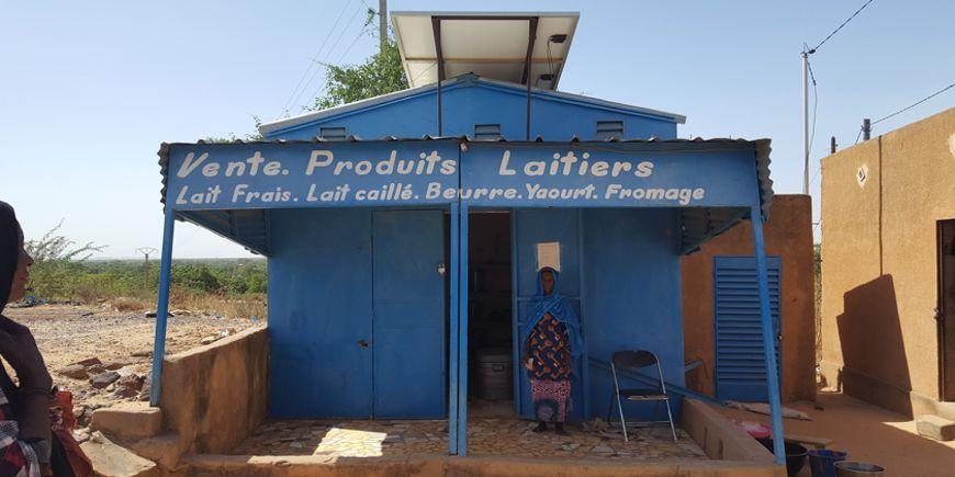 Système de réfrigérateur solaire pour un commerce de produits laitiers NIGER